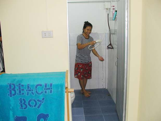 ECO Guesthouse Naiyang, Phuket, Hot shower, flush toilet / Heiße Dusche, Spültoilette