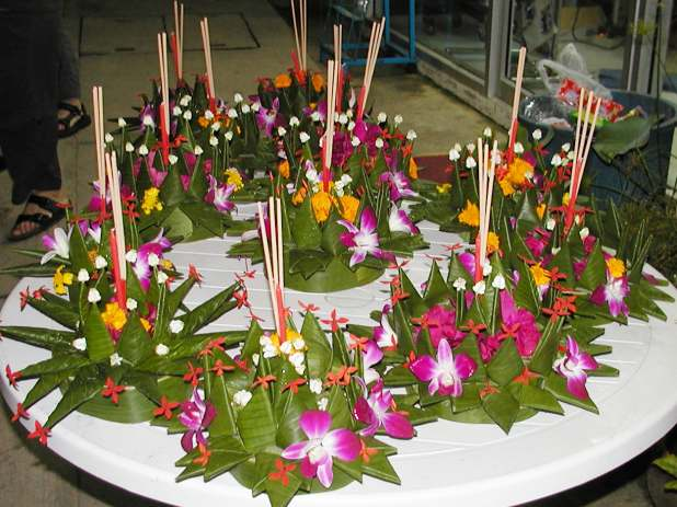 Loi Krathong, krathongs for carrying away our sins